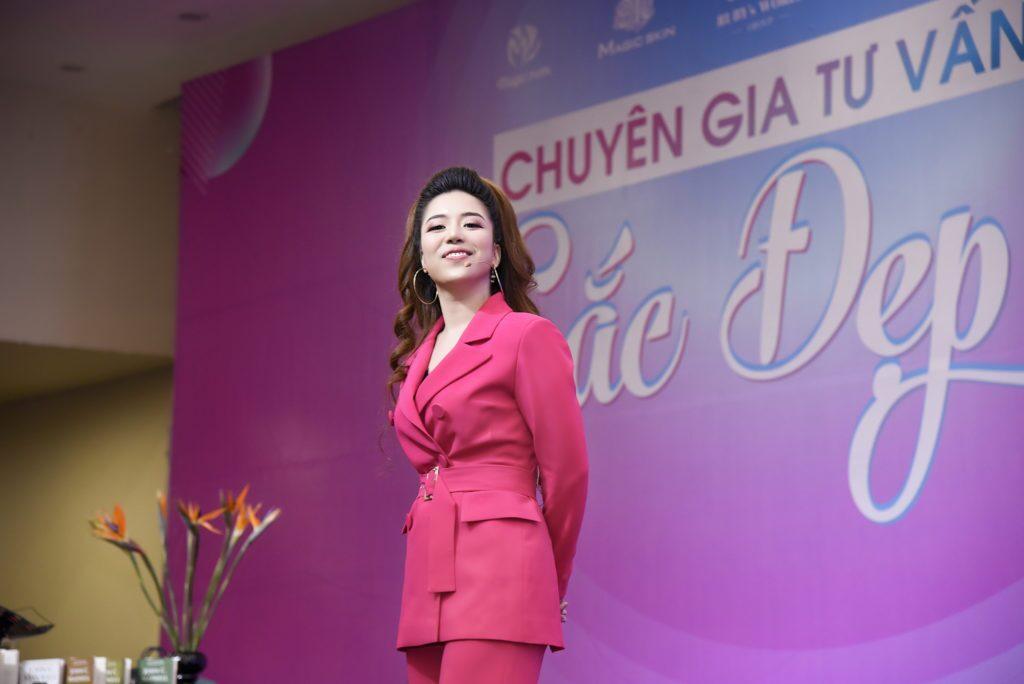 """Diễn giả Đào Minh Châu trong chương trình """"Chuyên gia tư vấn sắc đẹp"""""""