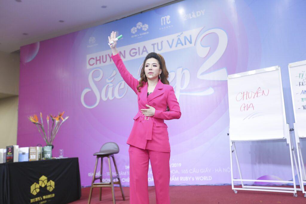 """Diễn giả Đào Minh Châu trong chương trình """"Chuyên gia tư vấn sắc đẹp 2"""""""