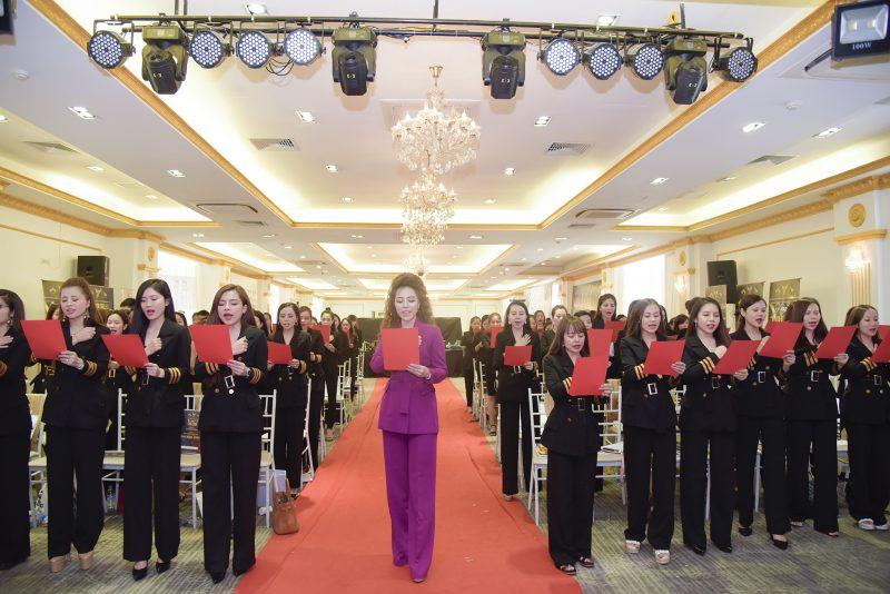 Chủ tịch Đào Minh Châu cùng các thành viên hệ thống Magic Skin