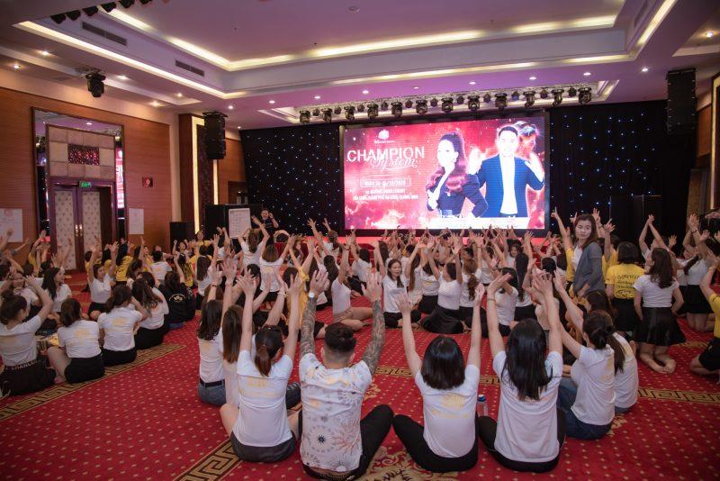 200 cô gái may mắn có mặt trong chương trình Champion System