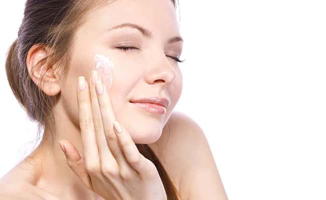 Kem dưỡng giúp da được phục hồi trong quá trình điều trị mụn