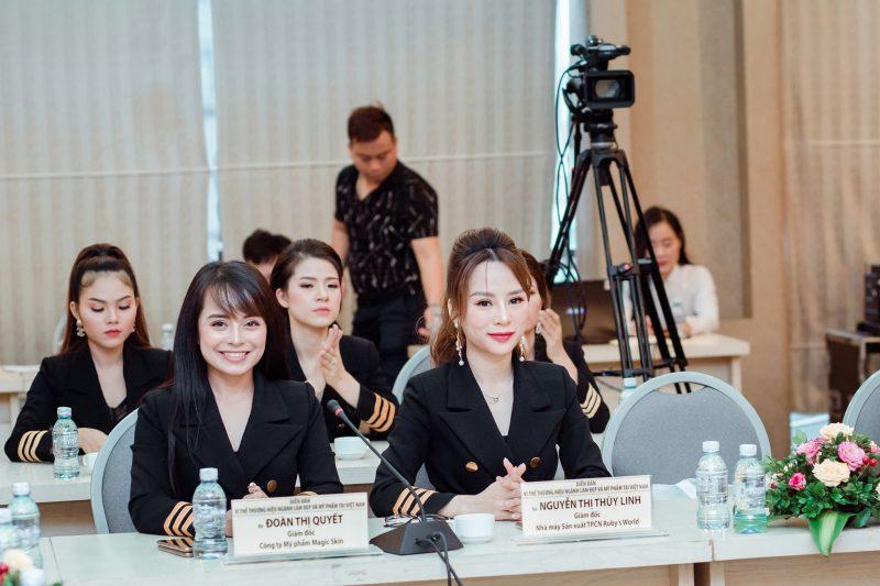 Bà Đoàn Thị Quyết – Giám đốc kinh doanh Mỹ phẩm cao cấp Magic Skin. Bà Nguyễn Thị Thùy Linh – Giám đốc Nhà máy sản xuất MP & TPCN Ruby's World.