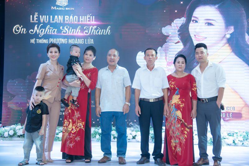 Gia đình Phương Lê có mặt đông đủ để ủng hộ nữ doanh nhân trẻ Thái Nguyên