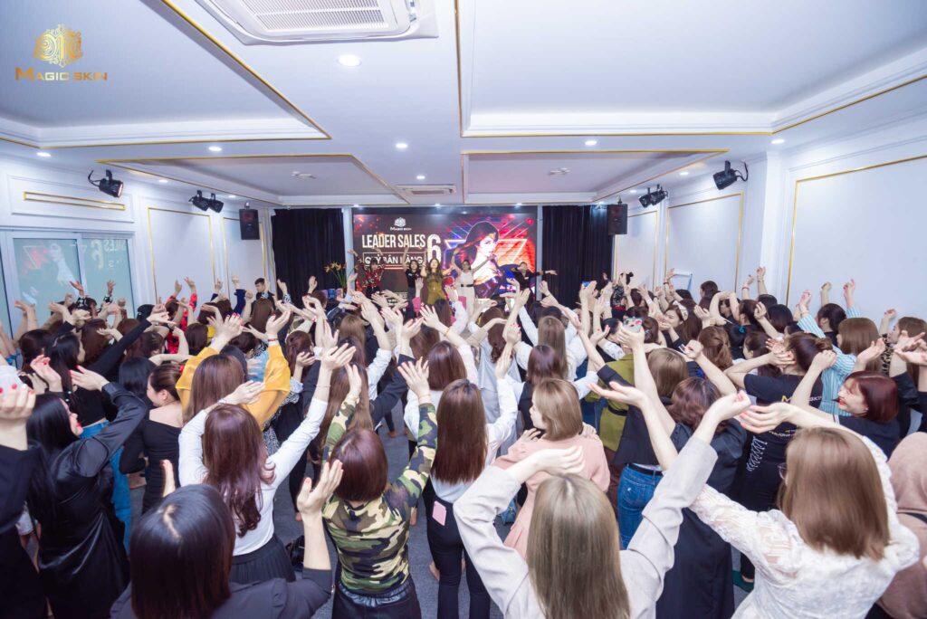 150 cô gái may mắn có mặt trong leader sale 6