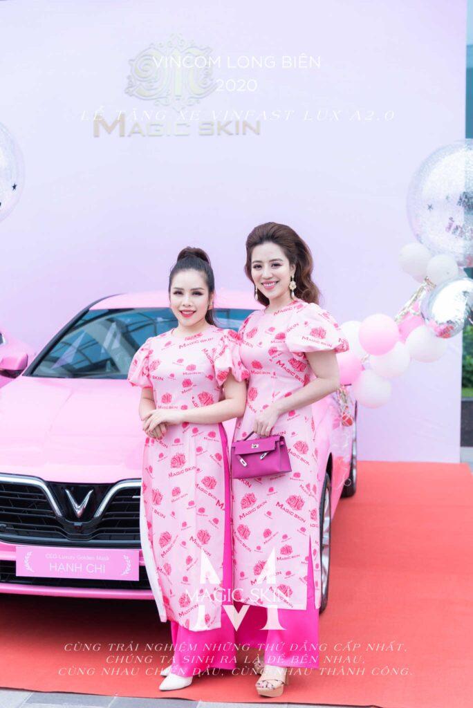 Chủ tịch Đào Minh Châu chúc mừng nữ doanh nhân trẻ Hạnh Chi