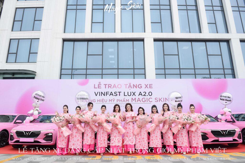10 nữ chủ nhân rạng rỡ trong lễ tặng xe Vinfast