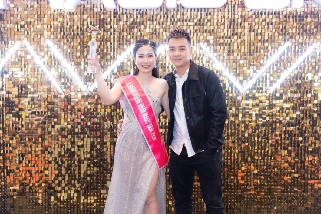 CEO Đinh Thị Cúc rạng rỡ bên phu quân trong Dạ tiệc cuối năm của Magic Skin