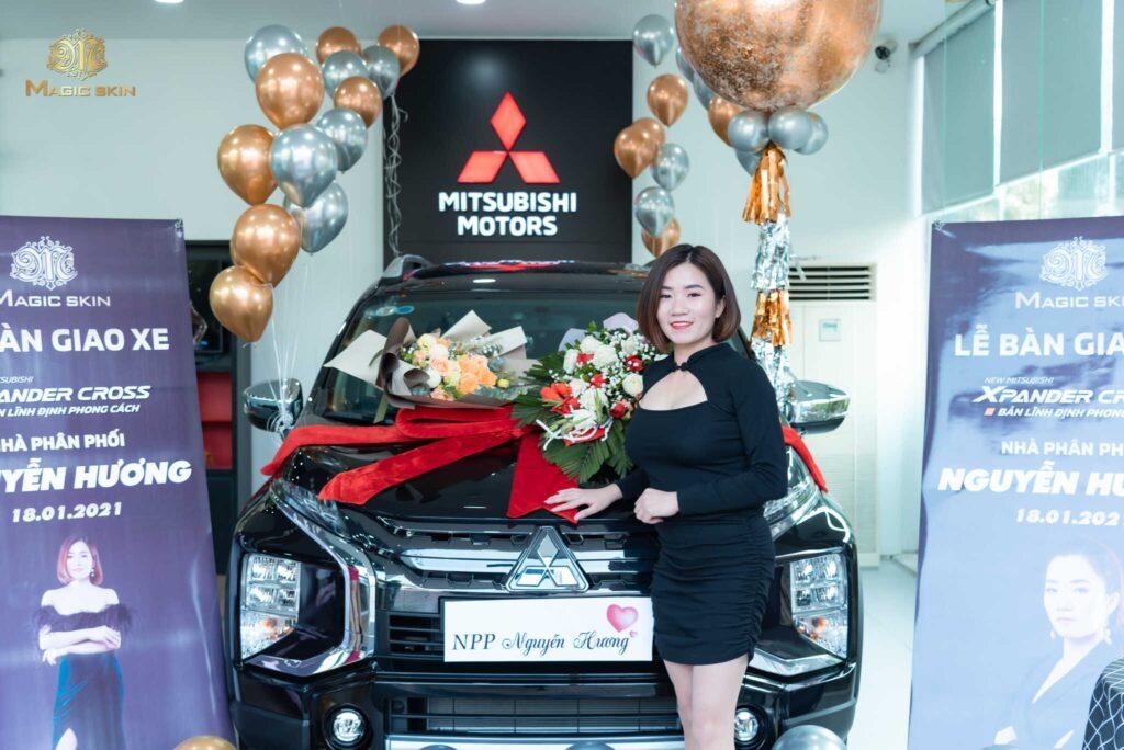 Nữ 9x trẻ tuổi nhận chiếc xe ô tô đầu tiên của mình khi kinh doanh cùng Magic Skin
