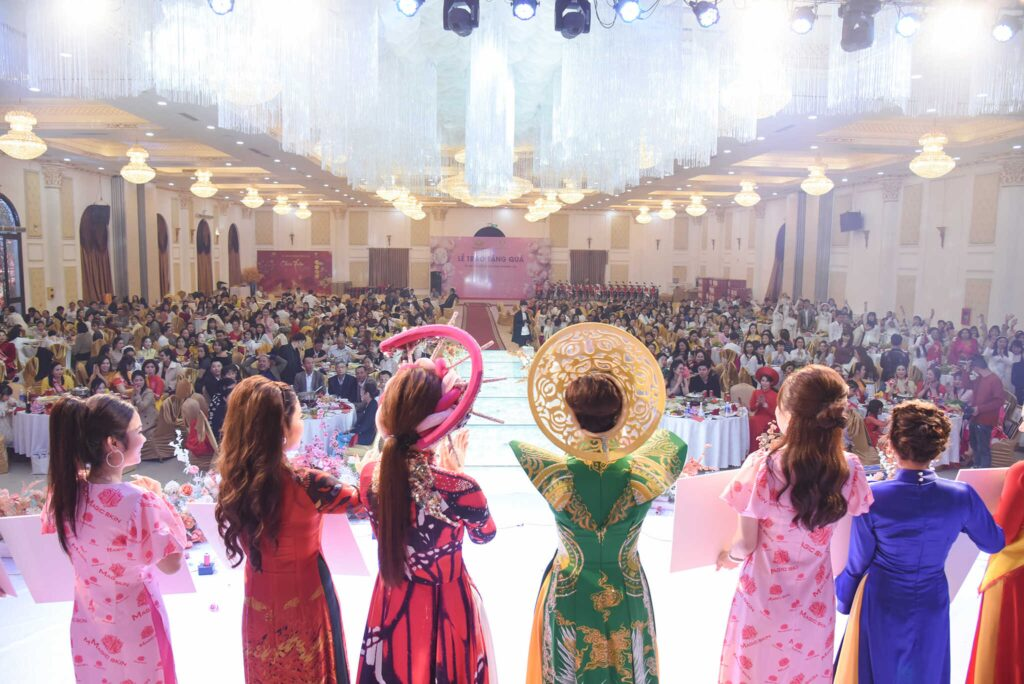 Gala cuối năm hệ thống Phượng Hoàng Lửa quy tụ hơn 600 người