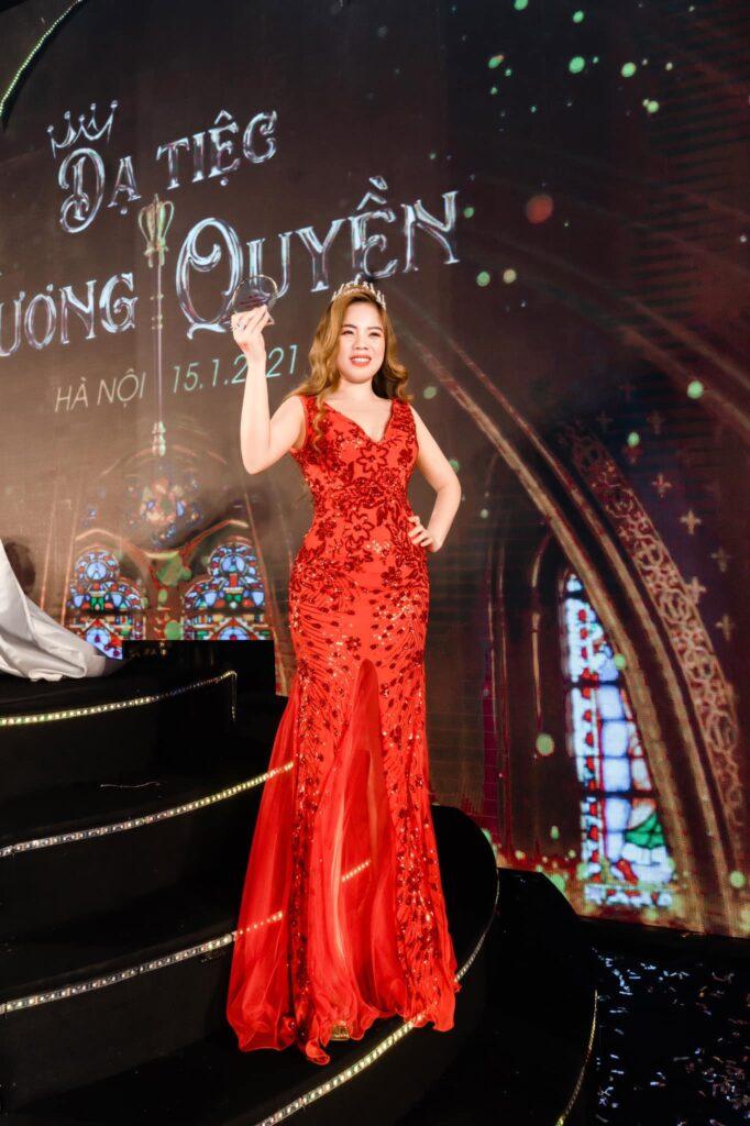 Doanh nhân Phan Thị Tuyết rạng rỡ trong bữa tiệc tri ân cuối năm của Magic Skin: Dạ tiệc Hoàng Gia