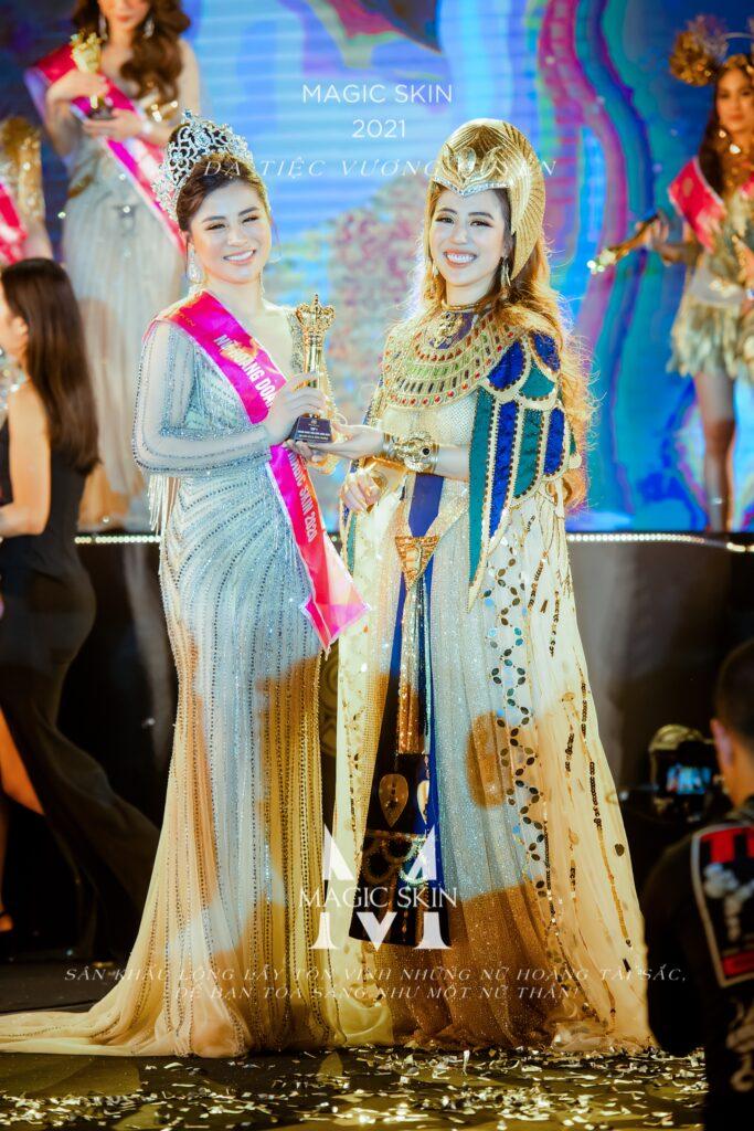Phương Lê được chủ tịch Đào Minh Châu vinh danh Nữ hoàng doanh nhân 2020 của Magic Skin