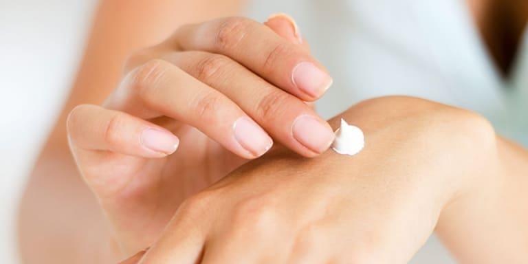 Khi sở hữu làn da dầu, bạn cần phải chăm sóc da đúng cách hàng ngày. Bởi đây là một loại da đặc biệt, rất dễ nổi mụn và thâm sạm. Đặc biệt, các sản phẩm kem chống nắng cho da dầu tốt nhất mà bạn nên sử dụng là sản phẩm, không gây mụn và bít tắc lỗ chân lông.