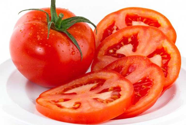 Điều trị nám da bằng cà chua là phương pháp được biết đến với công dụng giúp dưỡng ẩm, trị mụn và làm trắng da. Phương pháp này phần lớn đều đạt hiệu quả cao, chi phí rẻ nhưng công thức lại vô cùng đơn giản.