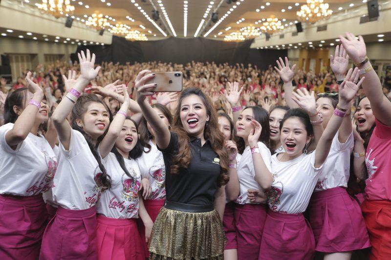 Diễn giả - Chủ tịch Đào Minh Châu và hội trường hơn 1000 người tham dự